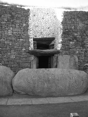 entry of newgrange's passage grave.